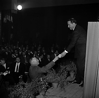 20 Octobre 1965. Vue de François Mitterand lors d'un meeting dans la salle Jean Mermoz.