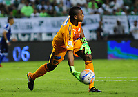 PALMIRA - COLOMBIA - 24 - 02 - 2018: Wuilker Fariñez, portero de Millonarios, en accion durante partido entre Deportivo Cali y Millonarios de la fecha 5 por la liga Aguila I 2018, jugado en el estadio Deportivo Cali (Palmaseca) en la ciudad de Palmira. / Wuilker Fariñez, goalkeeper of Millonarios, in action during a match between Deportivo Cali and Millonarios of the 5th date for the Liga Aguila I 2018, at the Deportivo Cali (Palmaseca) stadium in Palmira city. Photo: VizzorImage  / Nelson Rios / Cont.