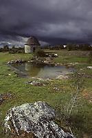 Europe/France/Midi-Pyrénées/46/Lot/Parc Naturel Régional des Causses du Quercy/Causse de Livernon/Env Livernon: Gariotte sur le causse