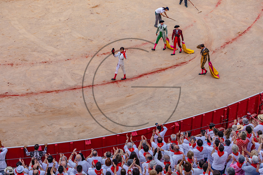 europe,spain,navarra,Pamplona,matador Andrés Roca Rey receives applause from the public