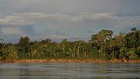 Indígenas Kaxinawa, na fronteira Brasil Perú, em Santa Rosa do Purus.<br /> Acre, Brasil.<br /> Foto Odair Leal / Acervo H<br /> 02/04/2015