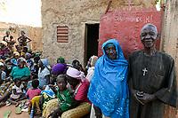 BURKINA FASO, Kaya, IDP refugees took shelter in a private house after terrorist attack in their village Dablo / IDP Fluechtlinge,  nach Attacken auf das Dorf Dablo haben sie im Haus von Idrissa Jean Bruno OUÉDAROGO (« Papa Jean ») Zuflucht gefunden
