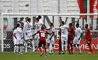 MANIZALES - COLOMBIA -16-07-2016: Juan Mezu (Cent.) jugador de Rionegro Aguilas, anota gol a Once Caldas, durante partido Once Caldas y Rionegro Aguilas por la fecha 4 de la Liga de Aguila II 2016 en el estadio Palogrande en la ciudad de Manizales. / Juan Mezu (C) of Rionegro Aguilas, scored a goal to Once Caldas, during a match Once Caldas and Rionegro Aguilas, for date 4 of the Liga de Aguila II 2016 at the Palogrande stadium in Manizales city. Photo: VizzorImage  / Santiago Osorio / Cont.