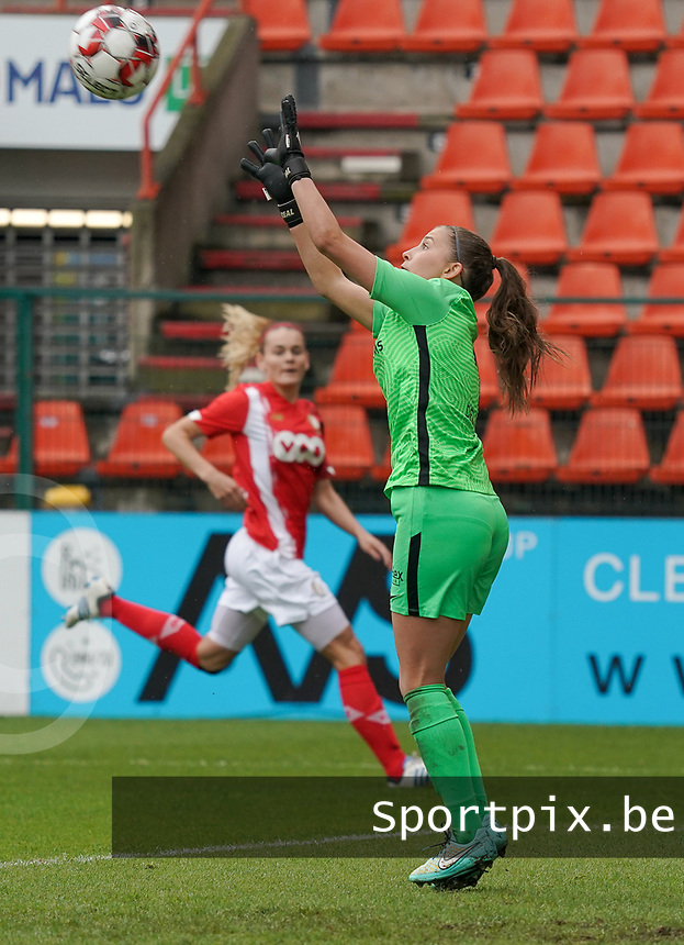 Genk's goalkeeper Joséphine Delvaux (1) makes a save during a female soccer game between Standard Femina de Liege and KRC Genk Ladies  on the third matchday of the 2020 - 2021 season of Belgian Womens Super League , Saturday 3 rd of October 2020  in Liege , Belgium . PHOTO SPORTPIX.BE | SPP | SEVIL OKTEM