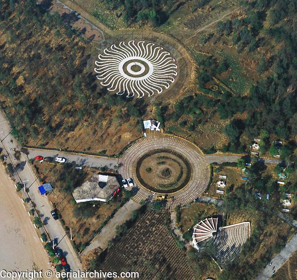 aerial photograph of pre-Hispanic designs in West Alameda Park, Mexico City | fotografía aérea de diseños prehispánicos en el Parque de la Alameda Oeste, Ciudad de México