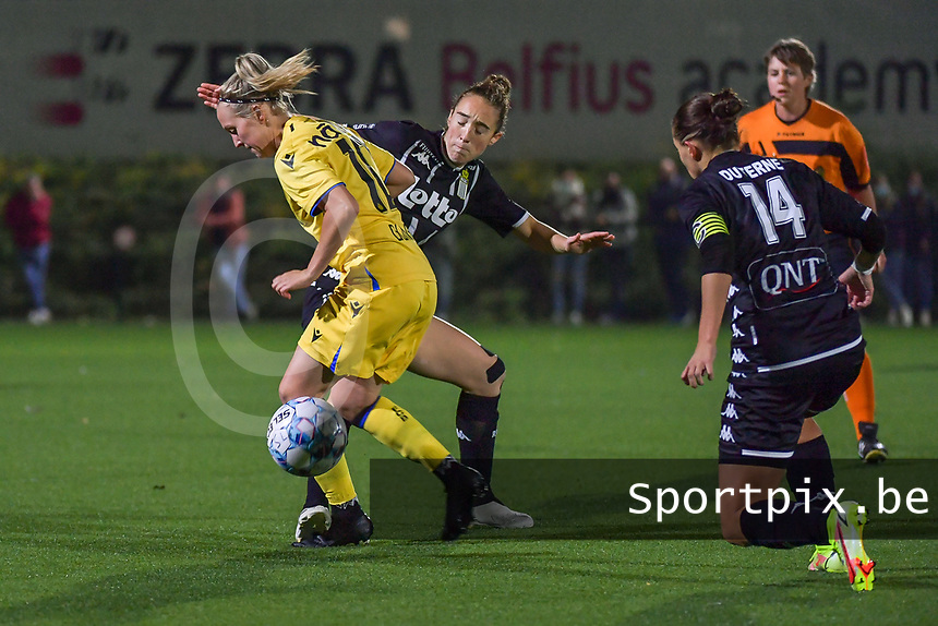 Celien Guns (10) of Club Brugge and Hanne Hellinx (3) of Sporting du Pays de Charleroi pictured during a female soccer game between Sporting Charleroi and Club Brugge YLA on the sixth matchday in the 2021 - 2022 season of Belgian Scooore Womens Super League , friday 8 October 2021 in Marcinelle , Belgium . PHOTO SPORTPIX | STIJN AUDOOREN