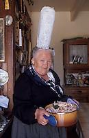 Europe/France/Bretagne/29/Finistère/Loctudy: Jeanne Gueguen (Bigoudène) dans sa cuisine (AUTORISATION N°213)