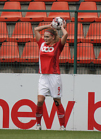 Standard's Sylke Calleeuw (9) gets ready for a throw in during a female soccer game between Standard Femina de Liege and KRC Genk Ladies  on the third matchday of the 2020 - 2021 season of Belgian Womens Super League , Saturday 3 rd of October 2020  in Liege , Belgium . PHOTO SPORTPIX.BE   SPP   SEVIL OKTEM