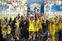Frankie Hejduk, Columbus Crew team with MLS Cup trophy during MLS Cup 2008. Columbus Crew defeated the New York Red Bulls, 3-1, Sunday, November 23, 2008. Photo by John Todd/isiphotos.com
