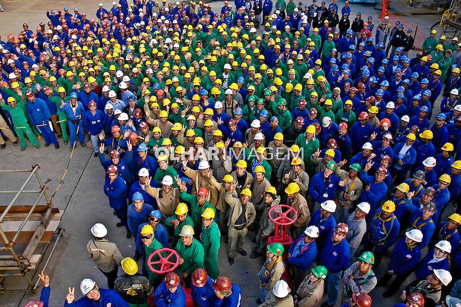 Operarios da refinaria de petroleo Alberto Pasqualini - Refap. Canoas. Rio Grande do Sul. 2006. Foto de Luiz Achutti.