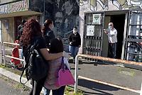 Coronavirus,Tor Bella Monaca solidale dal Centro sociale al McDonald's