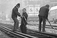 - ATM (Azienda Trasporti Milanesi), manutenzione dei binari in via Ripamonti (Dicembre 1982)<br /> <br /> - ATM (Milan Transports Company), track maintenance in  Ripamonti street (December 1982)