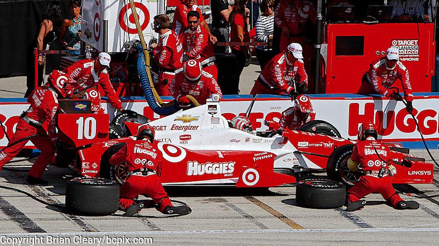 Tony Kanaan pit stop, Milwaukee Indy Fest 250, Milwaukee Mile Speedway, Milwaukee, WI, August 2014.  (Photo by Brian Cleary/www.bcpix.com)
