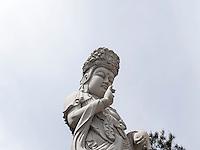 Buddha-Statue Harsu Gwaneum Daebul, Tempel Haedong Yonggungsa, Busan, Gyeongsangnam-do, Südkorea, Asien<br /> Buddha-Statue Harsu Gwaneum Daebul, buddhist temple Haedong Yonggungsa, Busan,  province Gyeongsangnam-do, South Korea, Asia