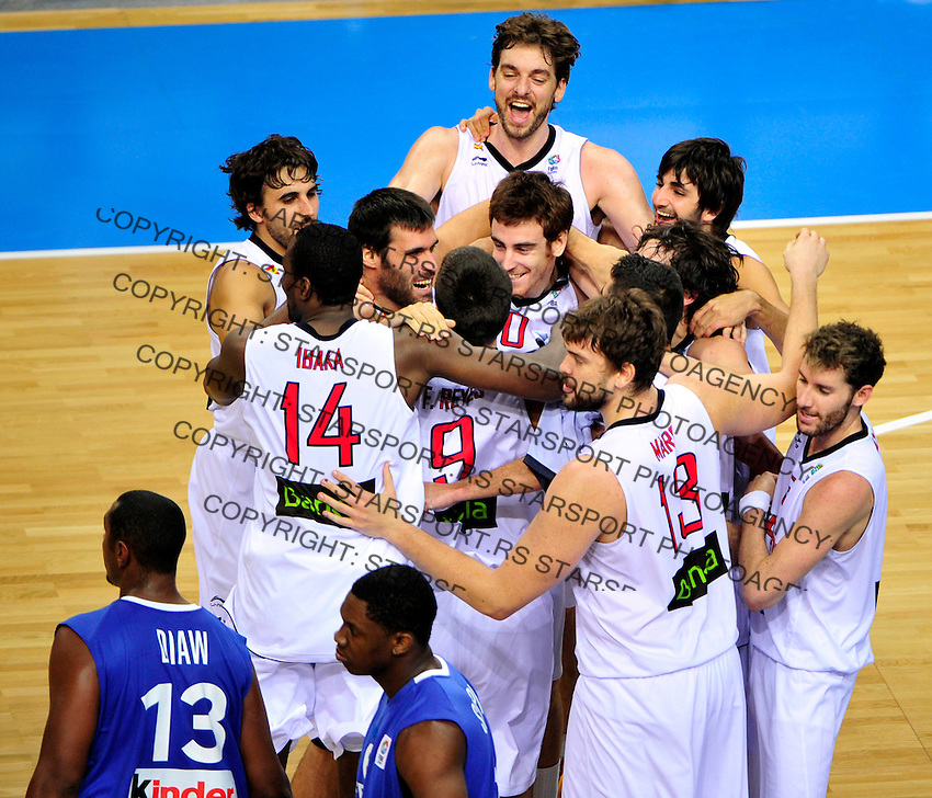 Spanish national basketball team players celebrate victory in final Eurobasket 2011 game between Spain and France in Kaunas, Lithuania, Sunday, September 18, 2011. (photo: Pedja Milosavljevic)