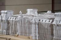 """Zum 20. Jahrestag des """"Verhuellten Reichstags"""" empfing Bundestagspraesident Norbert Lammert den Kuenstler Christo, auf dessen Initiative der Reichstag am 24. Juni 1995 das Kunstprojekt stattfand.<br /> Die Kuenstler Christo und seine 2009 verstorbene Ehefrau Jeanne-Claude hatten seit 1971 fuer ihr Projekt geworben, bis der Bundestag ihm einer namentlichen Abstimmung am 25. Februar 1994 endlich zustimmte. Ein Jahr spaeter, vom 24. Juni bis 7. Juli 1995, wurde das Reichstagsgebaeude verhuellt.<br /> Die Ausstellungsstuecke, welche die Geschichte des Projektes zeigen, wurden von dem  Unternehmer Lars Windhorst erworben und dem Bundestag fuer die Dauer von zunaechst 20 Jahren kostenlos zur Verfuegung stellt.<br /> 17.6.2015, Berlin<br /> Copyright: Christian-Ditsch.de<br /> [Inhaltsveraendernde Manipulation des Fotos nur nach ausdruecklicher Genehmigung des Fotografen. Vereinbarungen ueber Abtretung von Persoenlichkeitsrechten/Model Release der abgebildeten Person/Personen liegen nicht vor. NO MODEL RELEASE! Nur fuer Redaktionelle Zwecke. Don't publish without copyright Christian-Ditsch.de, Veroeffentlichung nur mit Fotografennennung, sowie gegen Honorar, MwSt. und Beleg. Konto: I N G - D i B a, IBAN DE58500105175400192269, BIC INGDDEFFXXX, Kontakt: post@christian-ditsch.de<br /> Bei der Bearbeitung der Dateiinformationen darf die Urheberkennzeichnung in den EXIF- und  IPTC-Daten nicht entfernt werden, diese sind in digitalen Medien nach §95c UrhG rechtlich geschuetzt. Der Urhebervermerk wird gemaess §13 UrhG verlangt.]"""