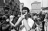 """Milano, un collettivo di """"Lavoratori dell'Arte e dello Spettacolo"""" occupa un edificio inutilizzato, la Torre Galfa, per dare vita a un nuovo centro per le arti e la cultura chiamato MACAO. Dopo 10 giorni avviene lo sgombero da parte delle forze dell'ordine --- Milan, a collective of """"Arts and Entertainment Workers"""" occupy an unused building, the Galfa Tower, in order to create a new centre for arts and culture called MACAO. After 10 days police clears out the building and the people of MACAO occupy the street in front for several days long"""