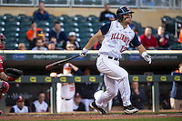 David Kerian (12) of the Illinois Fighting Illini bats during the 2015 Big Ten Conference Tournament between the Illinois Fighting Illini and Nebraska Cornhuskers at Target Field on May 20, 2015 in Minneapolis, Minnesota. (Brace Hemmelgarn/Four Seam Images)