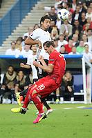 Sami Khedira (D) gegen Grzegorz Krychowiak (POL) - EM 2016: Deutschland vs. Polen, Gruppe C, 2. Spieltag, Stade de France, Saint Denis, Paris