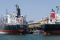Senegal, Dakar, Schiffe im Hafen