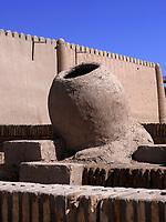 Platz vor dem Fort , Xiva, Usbekistan, Asien, UNESCO-Weltkulturerbe<br /> in front of fortress, historic city Ichan Qala, Chiwa, Uzbekistan, Asia, UNESCO heritage site