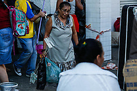 SÃO CAETANO DO SUL, SP, 10.06.2019: DESABAMENTO-SP Moradores retiram móveis e bens de suas casas, em imóvel interditado pela Defesa Civil em São Caetano do Sul, região do Grande ABC; no último sábado (8), uma laje desabou no local, ferindo oito pessoas e deixando as famílias desabrigadas. (Foto: Carla Carniel/Código19)