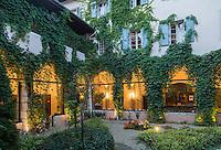 France, Haute-Savoie (74), Talloires: Hôtel-Restaurant: L'Abbaye de Talloires,  le cloitre // France, Haute Savoie, Talloires:  Hôtel-Restaurant: L'Abbaye de Talloires, the cloister