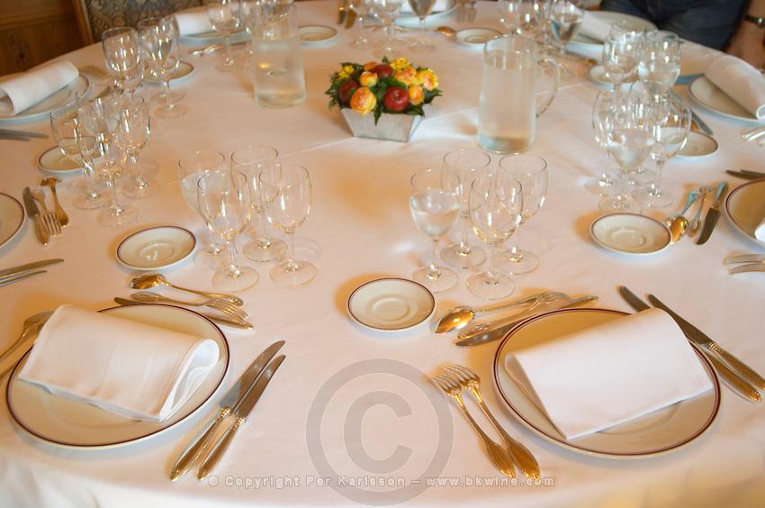 restaurant table chateau guiraud sauternes bordeaux france