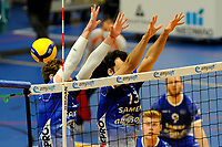 24-04-2021: Volleybal: Amysoft Lycurgus v Draisma Dynamo: Groningen blok met Lycurgus speler Luke Herr en Lycurgus speler Hossein Ghanbari