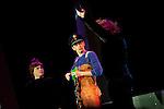 Europa, DEU, Deutschland, Nordrhein Westfalen, NRW, Rheinland, Niederrhein, Duesseldorf, Roncallis Apollo Variete, Show Crazy City, Barto, Clownerie, Bart van Dyck, Kategorien und Themen, Menschen, Mensch, Personen, Person, Menschenfotos, People, ....[Fuer die Nutzung gelten die jeweils gueltigen Allgemeinen Liefer-und Geschaeftsbedingungen. Nutzung nur gegen Verwendungsmeldung und Nachweis. Download der AGB unter http://www.image-box.com oder werden auf Anfrage zugesendet. Freigabe ist vorher erforderlich. Jede Nutzung des Fotos ist honorarpflichtig gemaess derzeit gueltiger MFM Liste - Kontakt, Uwe Schmid-Fotografie, Duisburg, Tel. (+49).2065.677997, ..archiv@image-box.com, www.image-box.com]