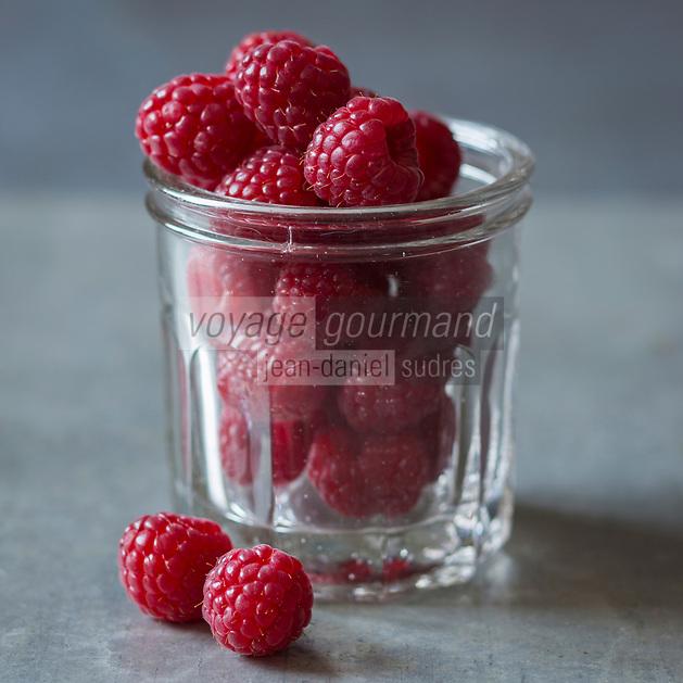 Gastronomie, Framboises   // Gastronomy, Raspberries <br /> - Stylisme : Valérie LHOMME