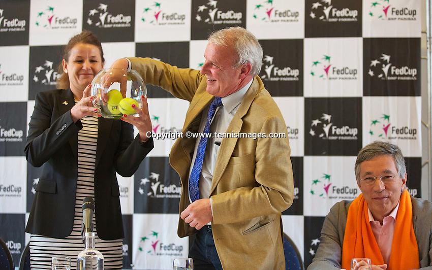 April 17, 2015, Netherlands, Den Bosch, Cityhall, Fedcup Netherlands-Australia,  draw, Deputy Mayor does the draw<br /> Photo: Tennisimages/Henk Koster