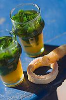 Afrique/Afrique du Nord/Maroc/Rabat: Thé à la menthe et gateaux arabes à la terrasse du Café Maure situé dans le jardin des Oudaïas dans la kasbah des Oudaïas