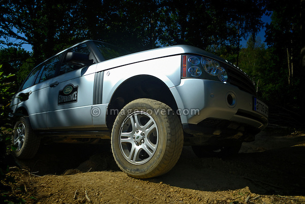 Off roading silver metallic Range Rover 3rd generation by Land Rover Experience used for driver training. Europe, UK, England. --- No releases available. Automotive trademarks are the property of the trademark holder, authorization may be needed for some uses.