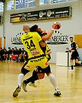 Deutschland - Sport<br /> Handball - Aufstiegsrunde zur 2. Bundesliga<br /> TuS Dansenberg (dan) - HSG Krefeld Niederrhein (kref) 24:21<br /> Domagoj SRSEN (href), li - Sebastian BOESING (TuS Dansenberg)<br /> <br /> Foto © PIX-Sportfotos *** Foto ist honorarpflichtig! *** Auf Anfrage in hoeherer Qualitaet/Aufloesung. Belegexemplar erbeten. Veroeffentlichung ausschliesslich fuer journalistisch-publizistische Zwecke. For editorial use only.