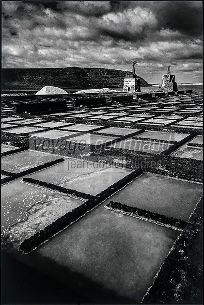 Europe, Espagne, Iles Canaries, Lanzarote:   Salines de Janubio // Europe, Spain, Canary Islands, Lanzarote, Janubio Salt evaporation pond