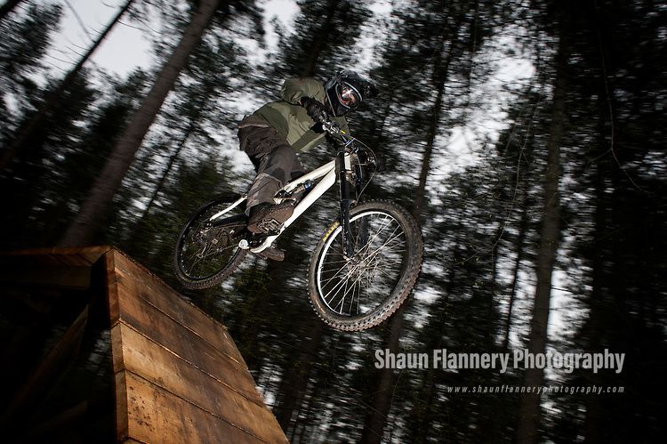 Pix: Shaun Flannery/sf-pictures.com..COPYRIGHT PICTURE>>SHAUN FLANNERY>01302-570814>>07778315553>>..16th April 2009............Sherwood Forest Pines, cycle tracks.