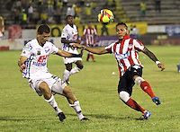 NEIVA -COLOMBIA-25-01-2014.  Marco Canchila ( Izq)  del Atletico Huila disputa el balon contra Juan Guillermo Dominguez del Atletico Junior  durante partido por la fecha 1 de la Liga Postobón I 2014 jugado en el estadio Guillermo Plazas Alcid   de la ciudad de Neiva./   Marco Canchila (L) Atletico Huila fight for the ball against Atletico Junior  Juan Guillermo Dominguez during match '1 League Postobón 2014 I played in the stadium Guillermo Plazas Alcid city of Neiva. Photo: VizzorImage / Felipe Caicedo / Staff