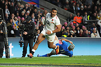 Manu Tuilagi of England runs past Angelo Esposito of Italy to score a try during the Guinness Six Nations match between England and Italy at Twickenham Stadium on Saturday 9th March 2019 (Photo by Rob Munro/Stewart Communications)
