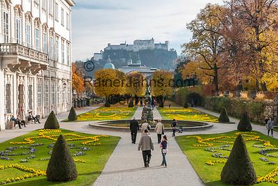 Oesterreich, Salzburger Land, Salzburg: Blick vom Mirabell Schlosspark zur Altstadt mit Dom und Festung Hohensalzburg   Austria, Salzburger Land, Salzburg: view across Mirabell Palace Garden towards Old Town with cathedral and Castle Hohensalzburg