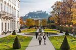 Oesterreich, Salzburger Land, Salzburg: Blick vom Mirabell Schlosspark zur Altstadt mit Dom und Festung Hohensalzburg | Austria, Salzburger Land, Salzburg: view across Mirabell Palace Garden towards Old Town with cathedral and Castle Hohensalzburg
