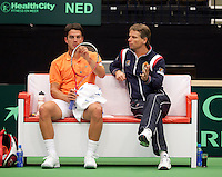 12-02-12, Netherlands,Tennis, Den Bosch, Daviscup Netherlands-Finland, Jesse Huta Galung  op de bamk met captain Jan Siemerink