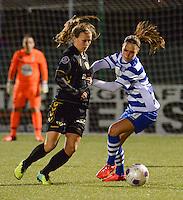 AA Gent - Telstar :<br /> <br /> duel tussen Jassina Blom (R) en Dominique Bruinenberg (L)<br /> <br /> foto Dirk Vuylsteke / Nikonpro.be