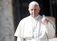 Papa Francesco al termine dell'udienza generale del mercoledi' in Piazza San Pietro, Citta' del Vaticano, 12 ottobre 2016.<br /> Pope Francis leaves at the end of his weekly general audience in St. Peter's Square at the Vatican, 12 October 2016.<br /> UPDATE IMAGES PRESS/Isabella Bonotto<br /> <br /> STRICTLY ONLY FOR EDITORIAL USE