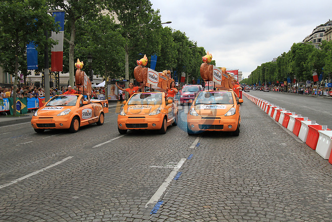 The publicity caravan on the Champs-Elysees before the arrival of the riders on the final Stage 20 of the 2010 Tour de France running 102.5km from Longjumeau to Paris Champs-Elysees, France. 25th July 2010.<br /> (Photo by Eoin Clarke/NEWSFILE).<br /> All photos usage must carry mandatory copyright credit (© NEWSFILE | Eoin Clarke)
