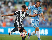 Calcio, Serie A: Lazio vs Juventus. Roma, stadio Olimpico, 27 agosto 2016.<br /> Juventus' Sami Khedira, left, prepares to kick to score the winning goal as Lazio's Stefan De Vrij tries to challenge him during the Serie A soccer match between Lazio and Juventus, at Rome's Olympic stadium, 27 August 2016. Juventus won 1-0.<br /> UPDATE IMAGES PRESS/Isabella Bonotto