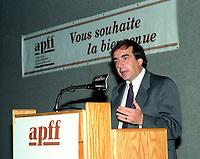 le ministre des finances du Quebec Robert Savoie<br /> , le 9 octobre 1992 au congres de l'APFF.<br /> <br /> PHOTO : Agence Quebec Presse