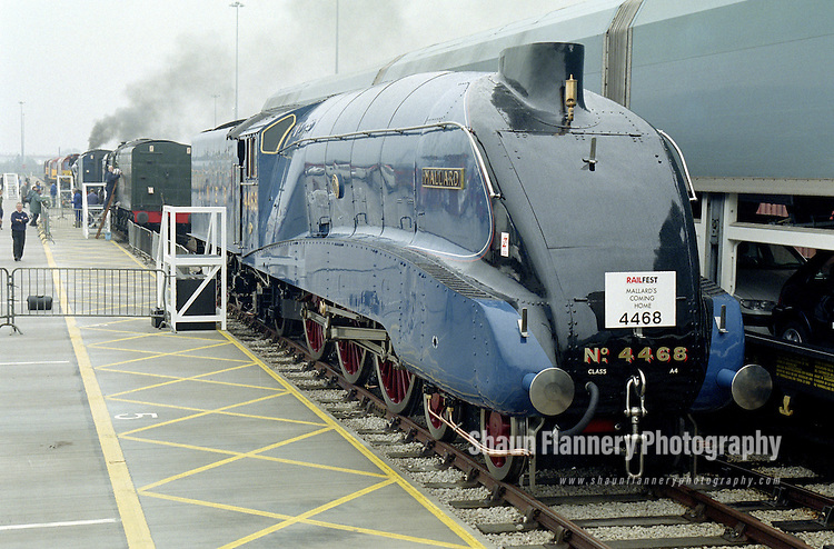 Pix: Shaun Flannery/shaunflanneryphotography.com...COPYRIGHT PICTURE>>SHAUN FLANNERY>01302-570814>>07778315553>>..7th June 1998..Doncaster Railfest 1998 held as a celebration of the 60th anniversary for the world speed record for steam traction at 126mph by the Gresley A4 Pacific Mallard..Mallard