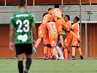ENVIGADO- COLOMBIA, 23-02-2019: Jugadores de Envigado F. C., celebran el segundo gol anotado a Atletico Nacional durante partido entre Envigado F. C. y Atletico Nacional de la fecha 1 por la Liga BetPlay DIMAYOR II 2021, en el estadio Polideportivo Sur de la ciudad de Envigado. / Players of Envigado F. C., celebrate the second scored goal to Atletico Nacional during a match between Envigado F. C., and Atletico Nacional of the 1st date for the BetPlay DIMAYOR II League 2021 at the Polideportivo Sur stadium in Envigado city. / Photo: VizzorImage / Luis Benavides / Cont.