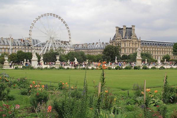 Jardin des Tuileries and the Louvre Museum, Paris, France.